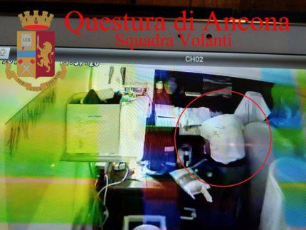 Lasro ripreso dalle telecamere ad Ancona