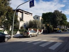 Nuovo attraversamento pedonale illuminato in via Milano a Falconara