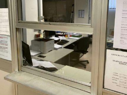 Pannelli protettivi installati negli uffici comunali di Ancona