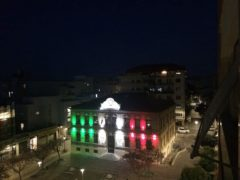 Tricolore proiettato sul Centro Pergoli di Falconara