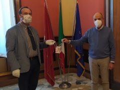 Collane porta mascherine donate ai dipendenti del Comune di Jesi