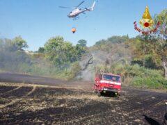 Incendio nelle campagne di Osimo