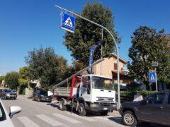Sostituzione dei pali della luce a Falconara