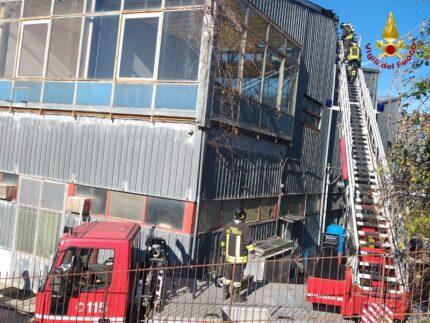 Incendio in un capannone di Osimo