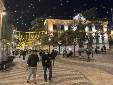 Luminarie natalizie in piazza Mazzini a Falconara