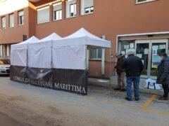 Tenda installata davanti agli ambulatori Asur di Falconara
