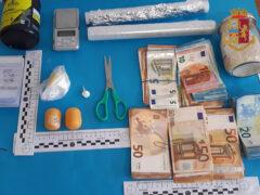Materiale sequestrato dalla Polizia della Squadra Mobile di Ancona