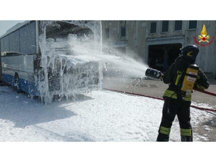 Marina di Montemarciano: incendio autobus